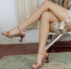 Crossed legs also belong to the signs a woman is interested in you